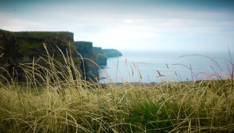 vista panoramica cliffs of moher, irlanda