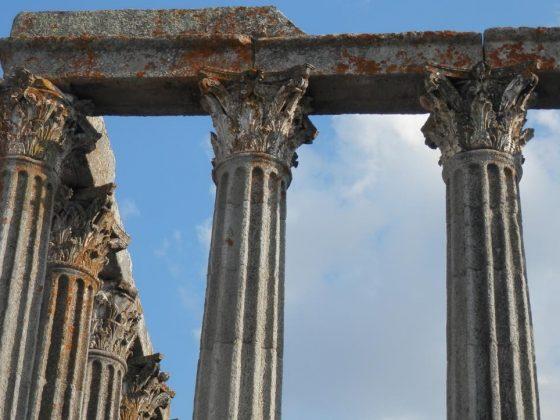 templo-ruinas-evora-portugal